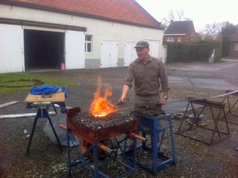 Schoorsteen van de stoomhoutzagerij van vosrt laakdal wordt hersteld vlaamse vereniging voor - Steen ijzer smeden ...