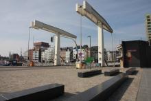 Kom over de brug - in dit geval de Londenbrug. Bezoek met VVIA het dokkenlandschap van 't Eilandje in Antwerpen